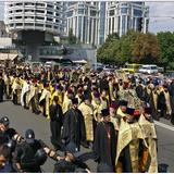Мирное торжество: Многотысячный крестный ход в честь Крещения Руси прошел по Киеву благополучно