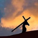 Сораспятися Христу: Хотя и нехотя, всякий несёт крест, но не всякий смотрит на него чрез Крест Господень