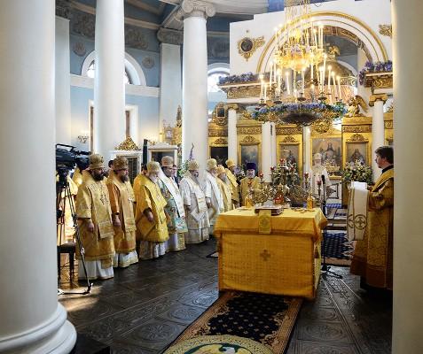 Никтоже может двум престолам служити: Патриаршее обновленческое богослужение в честь юбилея митрополита Илариона