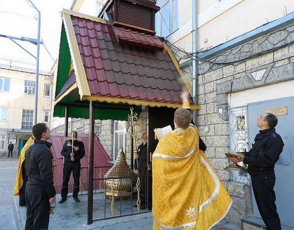 Добровольный подвиг наших дней: Ставропольские заключенные своими средствами восстановили купол и кресты над храмом