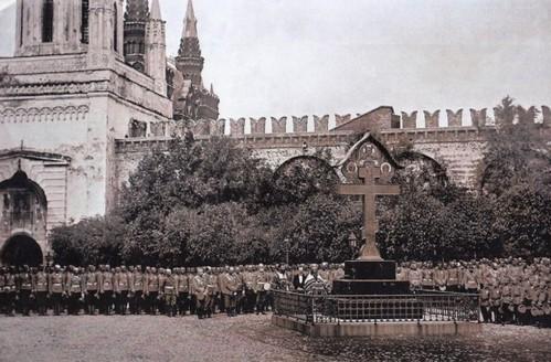 Возвращение через столетие: На месте убиения Великого князя Сергия Александровича восстановлен поклонный крест